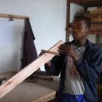 Nkosi prüft sein Material